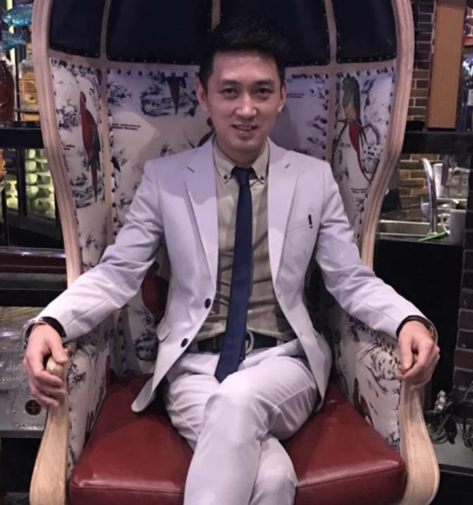 卢春源 公司执行董事,总经理,著名娱乐策划总监